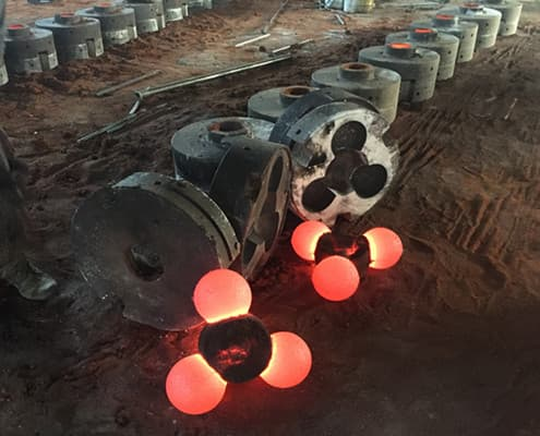 Metal mold to make mill balls